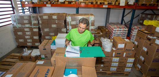 Les métiers de l'Aurar : Idriss Duffour, Eric Maillot, Didier Dubard, magasiniers préparateurs